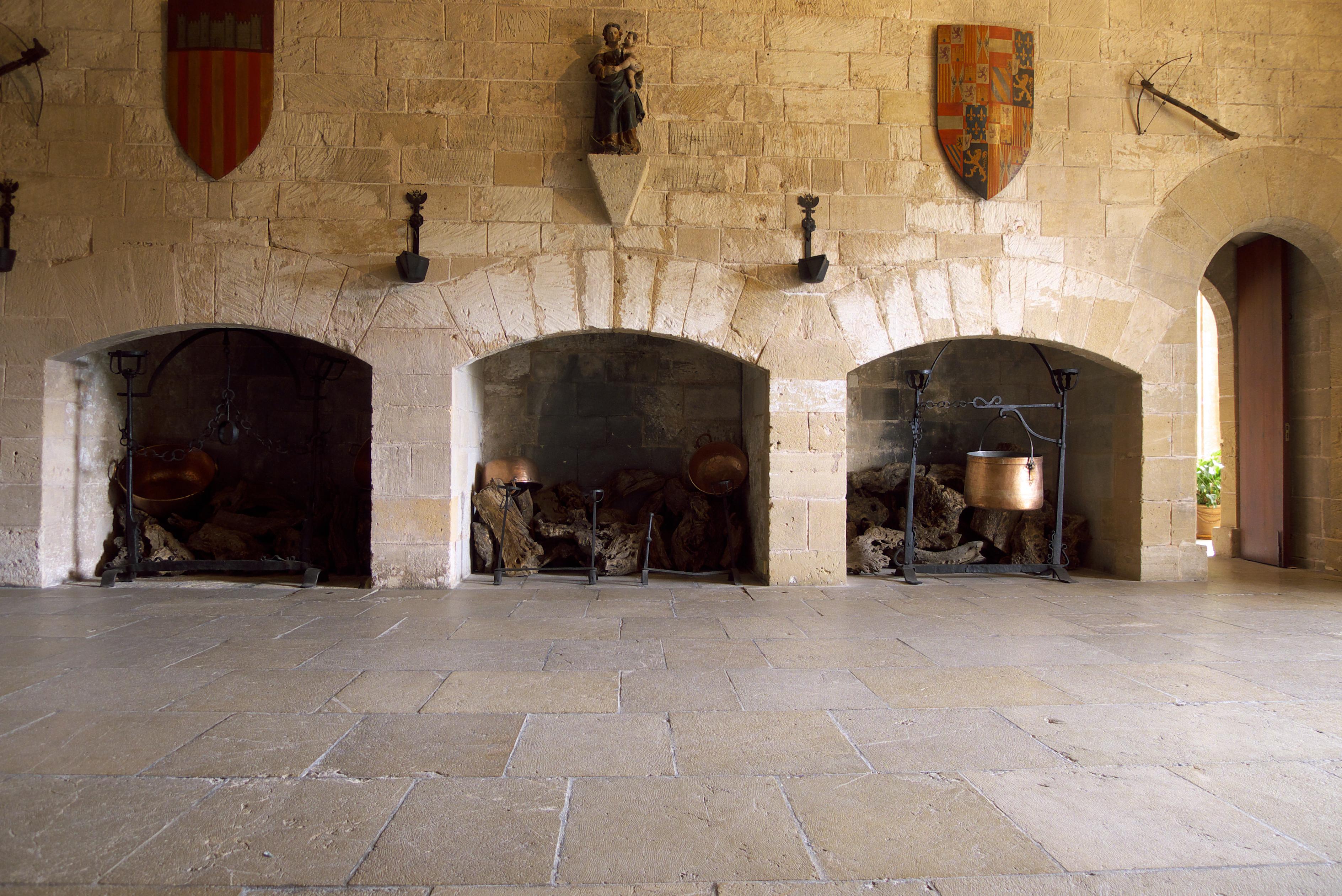 File real palacio de la almudaina sala de - Chimeneas en mallorca ...
