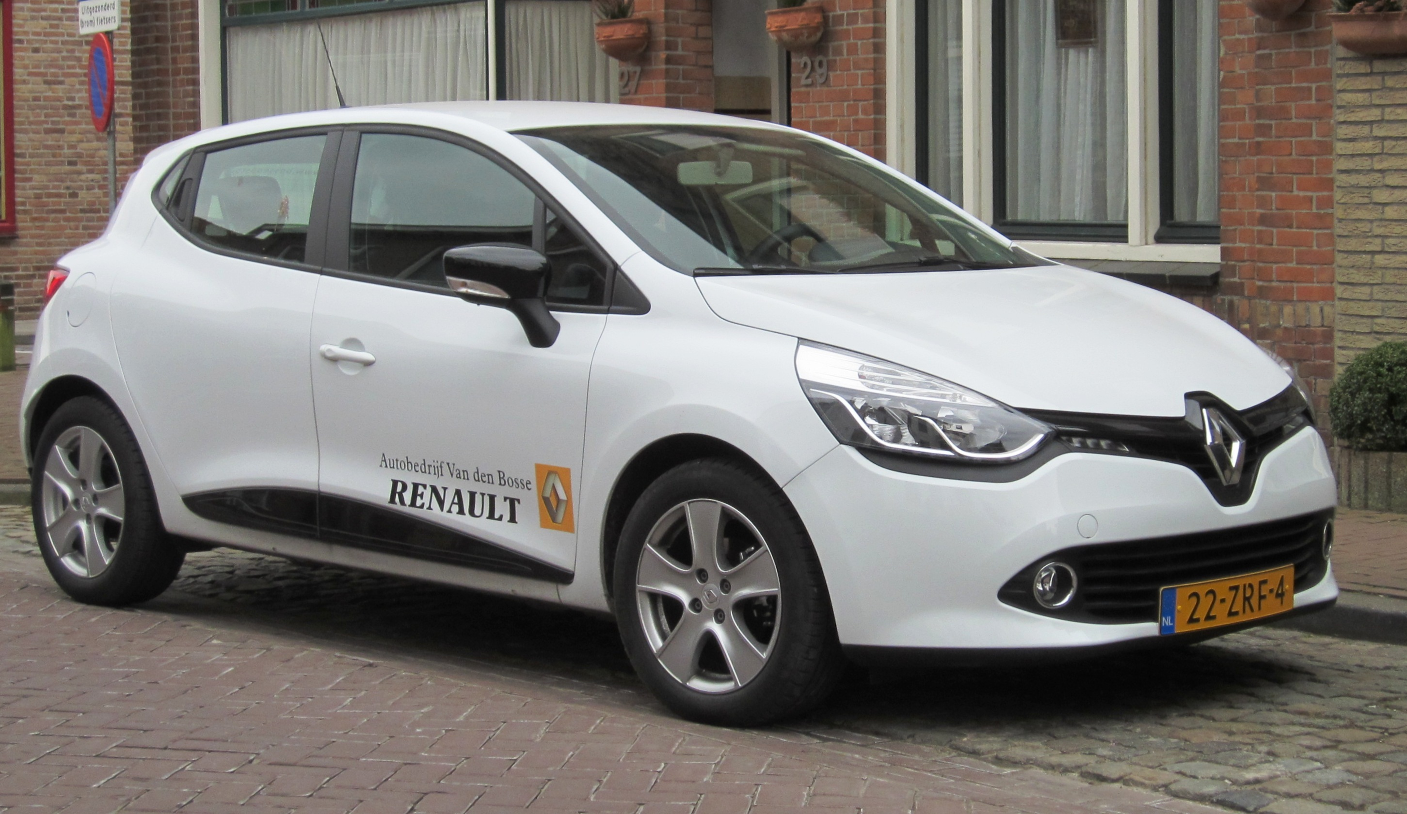file renault clio tce 5 door in aardenburg 2013 jpg wikimedia commons. Black Bedroom Furniture Sets. Home Design Ideas