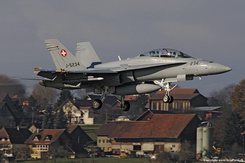 http://upload.wikimedia.org/wikipedia/commons/7/7b/Swiss_AF_Boeing_FA-18D_Hornet.jpg