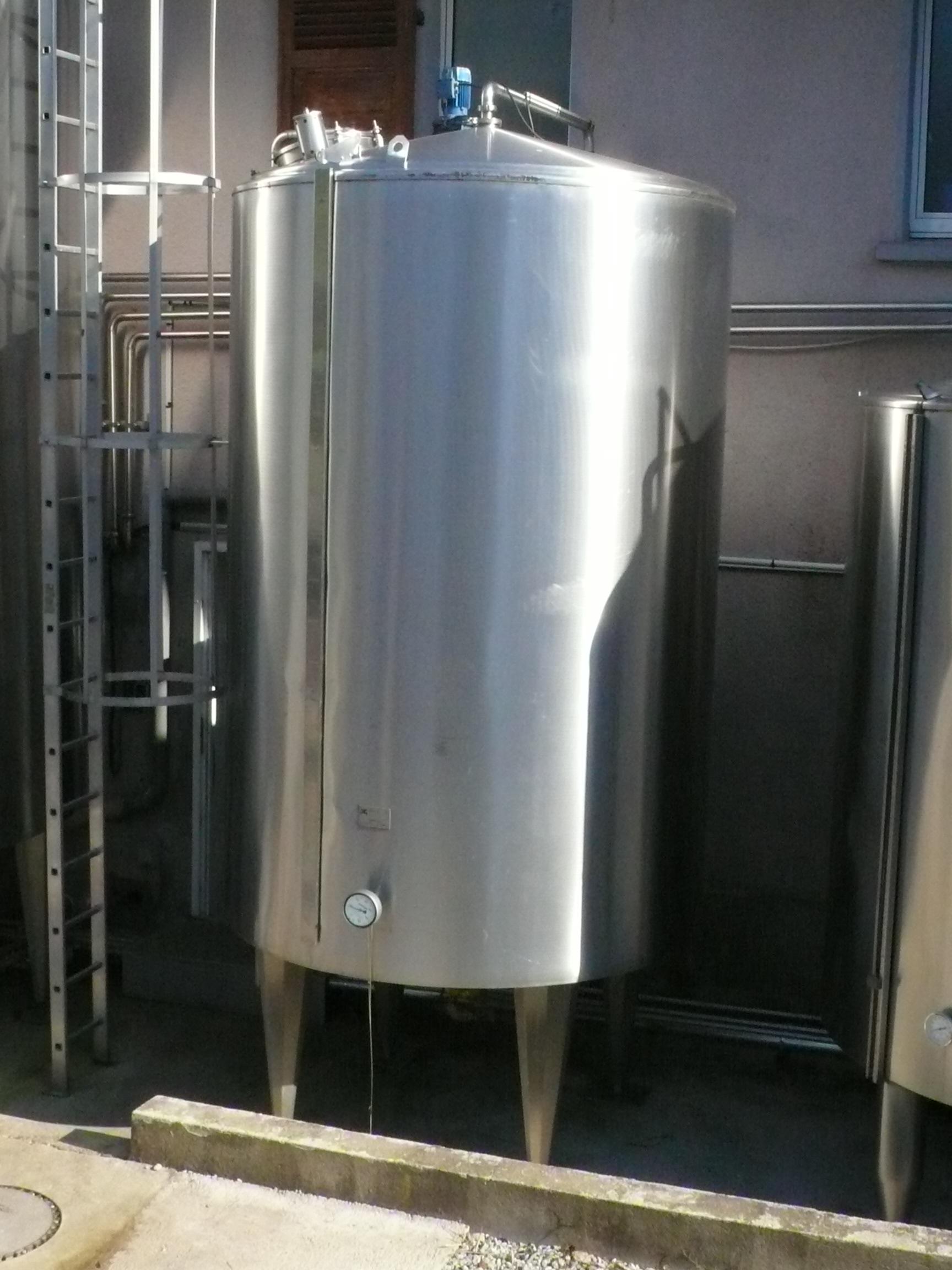 Tanque de leche wikipedia la enciclopedia libre for Estanque para agua caliente
