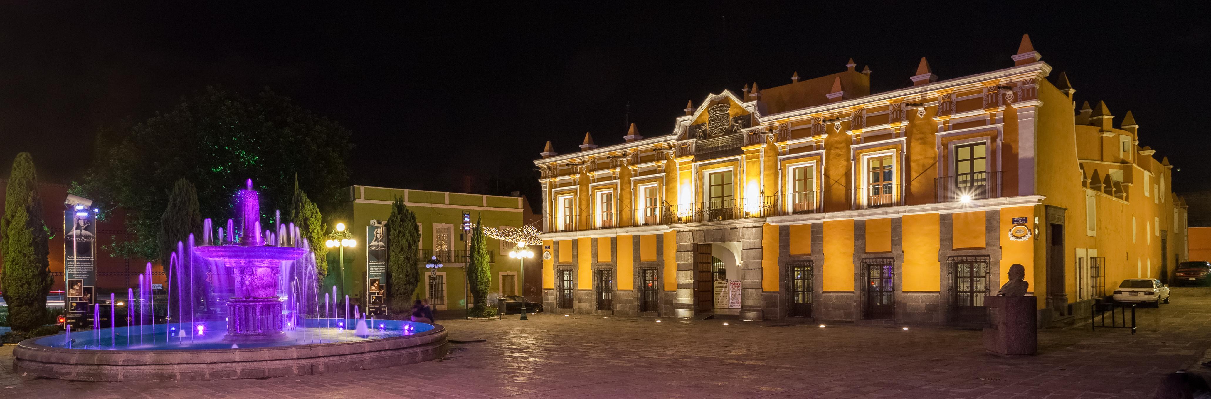 Vista de noche del Teatro Principal