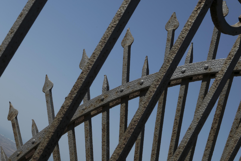 File:Terrazzo Belvedere - Particolare in ferro battuto del ...