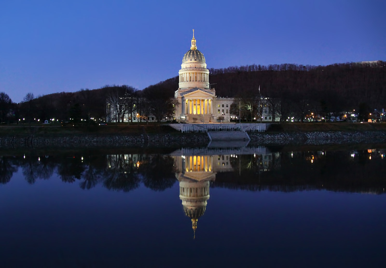 File:The West Virginia State Capitol Building in Charleston, WV.jpg -  Wikimedia Commons