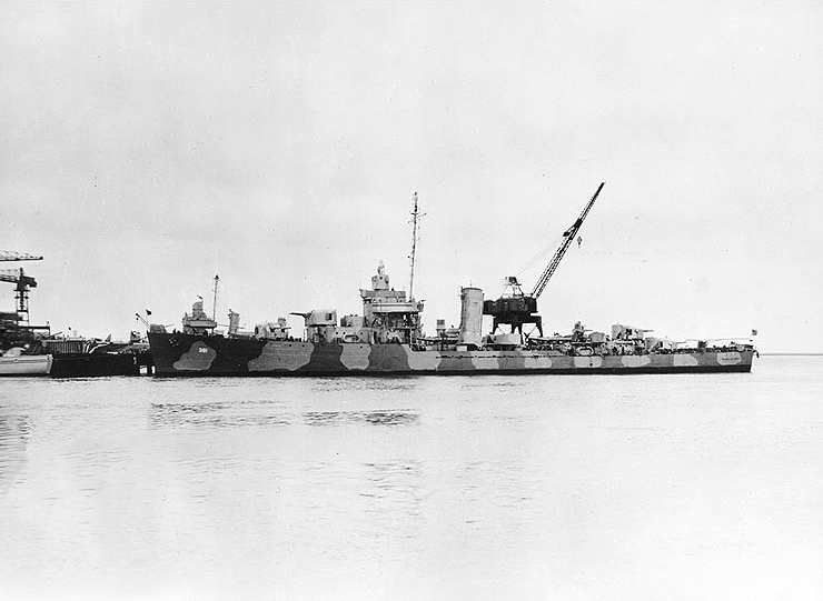 USS Somers (DD-381) at the Charleston Naval Shipyard on 16 February 1942 (NH 98021).jpg