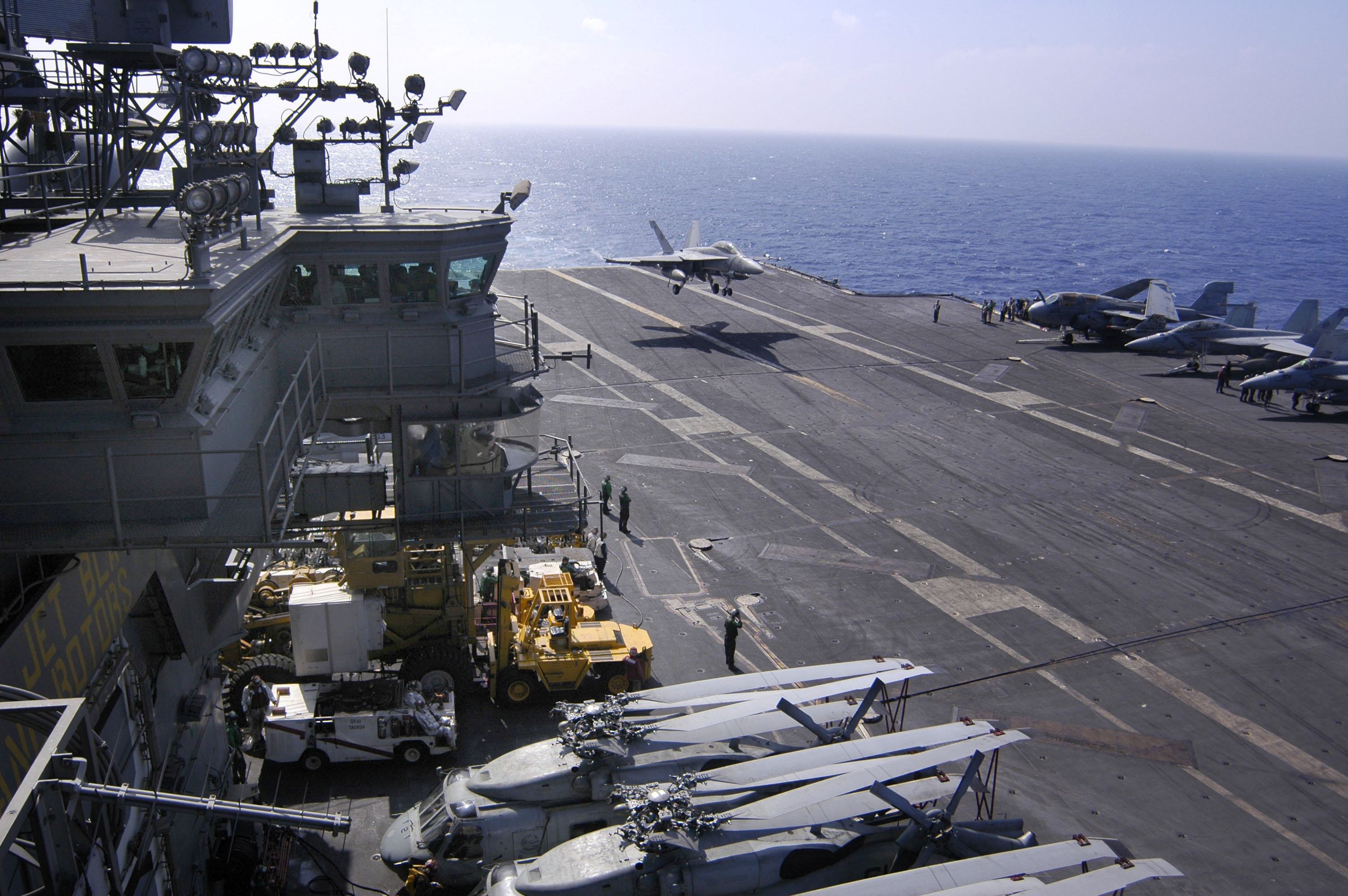 A Mv 22b Osprey From Marine Operational Test And Evaluation Squadron 1 Lifts Photos Us Aircraft Carriers