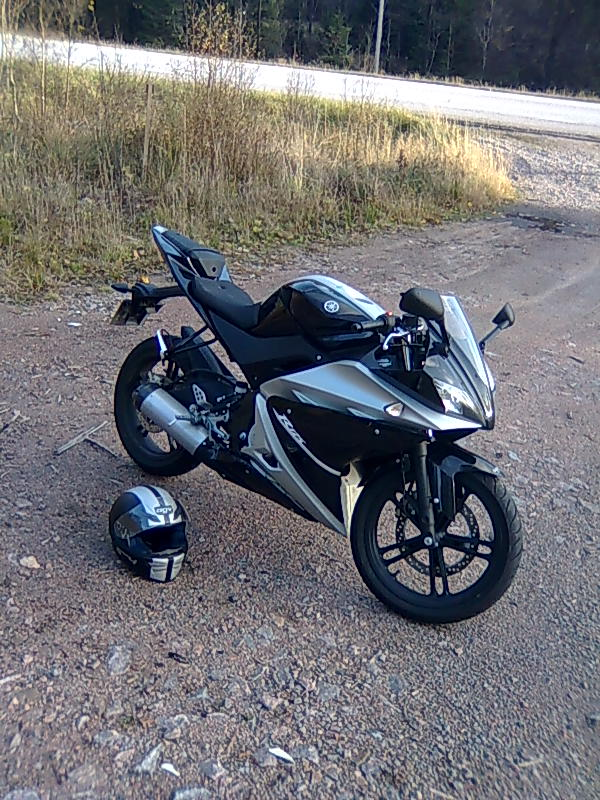 Yamaha R Black Price In India