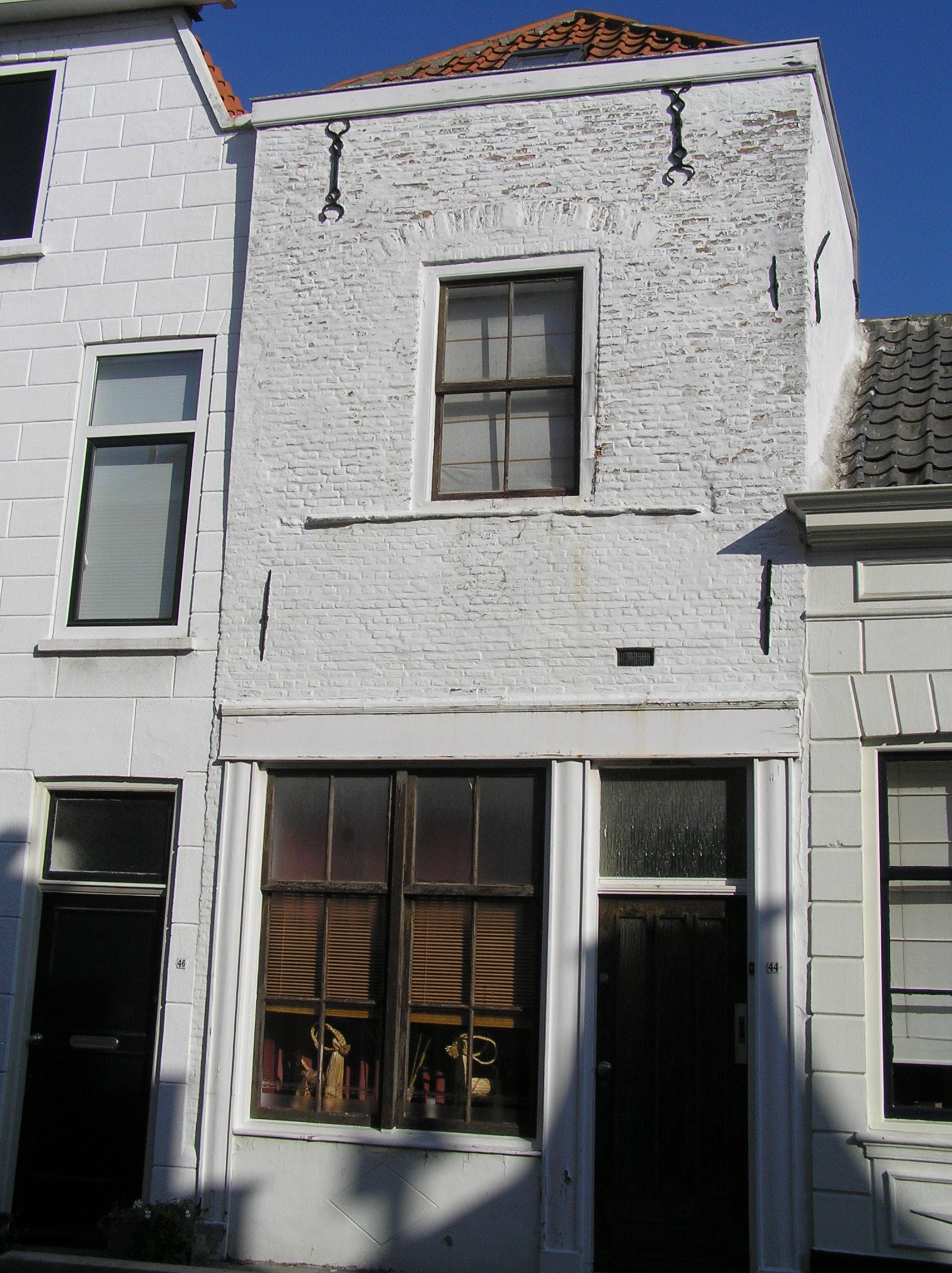 Huis met afgeknotte gevel in zierikzee monument - Provencaalse huis gevel ...