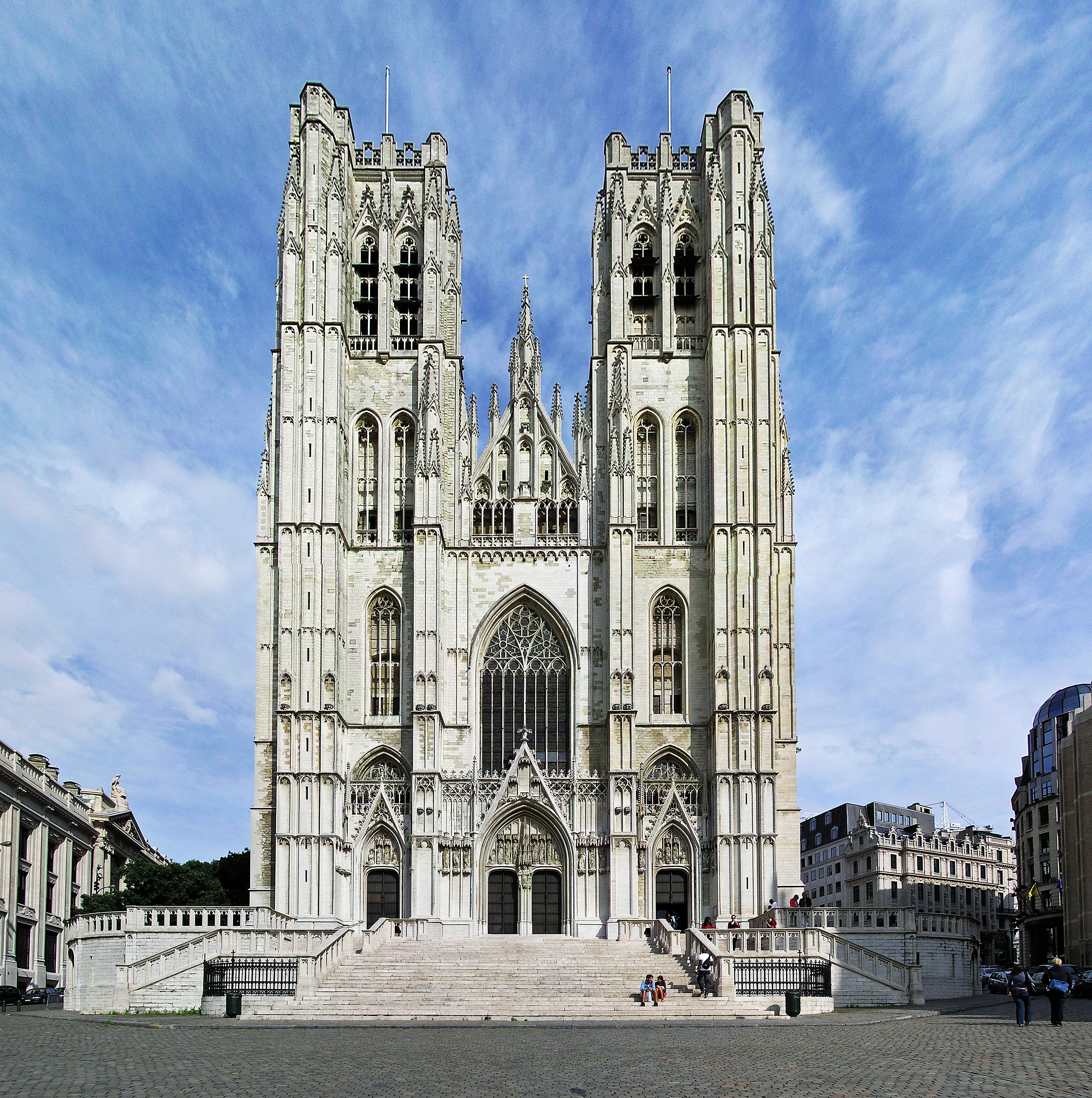 https://upload.wikimedia.org/wikipedia/commons/7/7c/%28Belgium%29_St._Michael_%26_St._Gudula_Cathedral_Tower%2C_Brussels.jpg