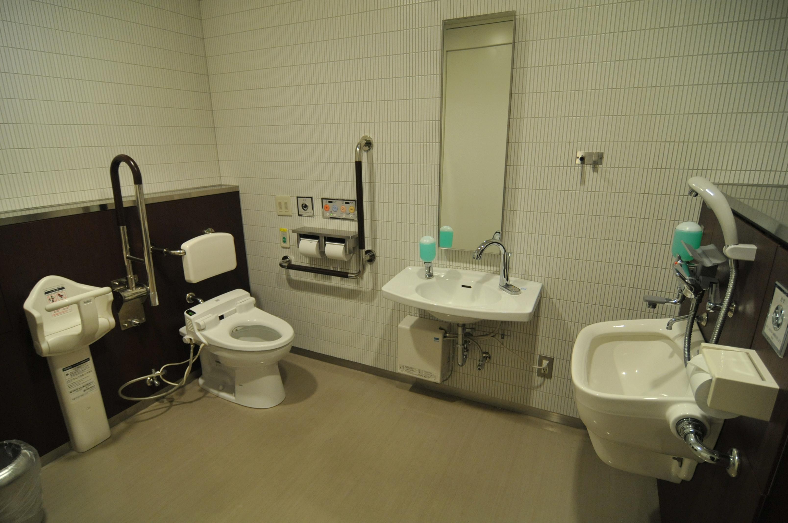 トイレ 多目的
