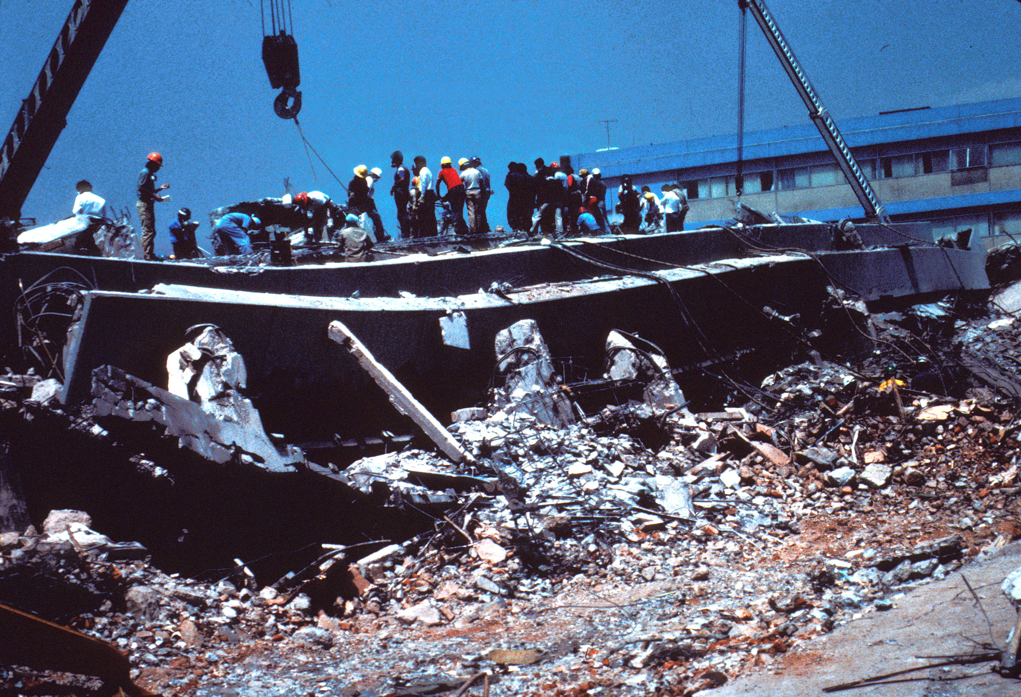 File:1985 Mexico Earthquake - Collapsed General Hospital ...