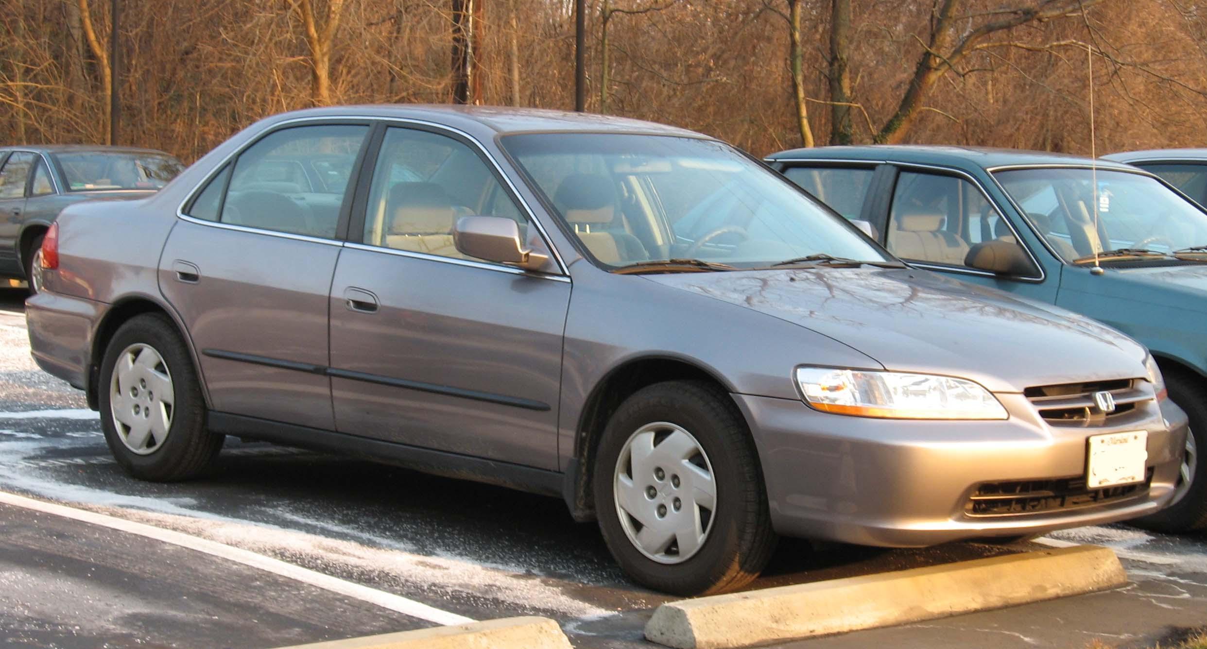 File:1998-00 Honda Accord sedan.jpg