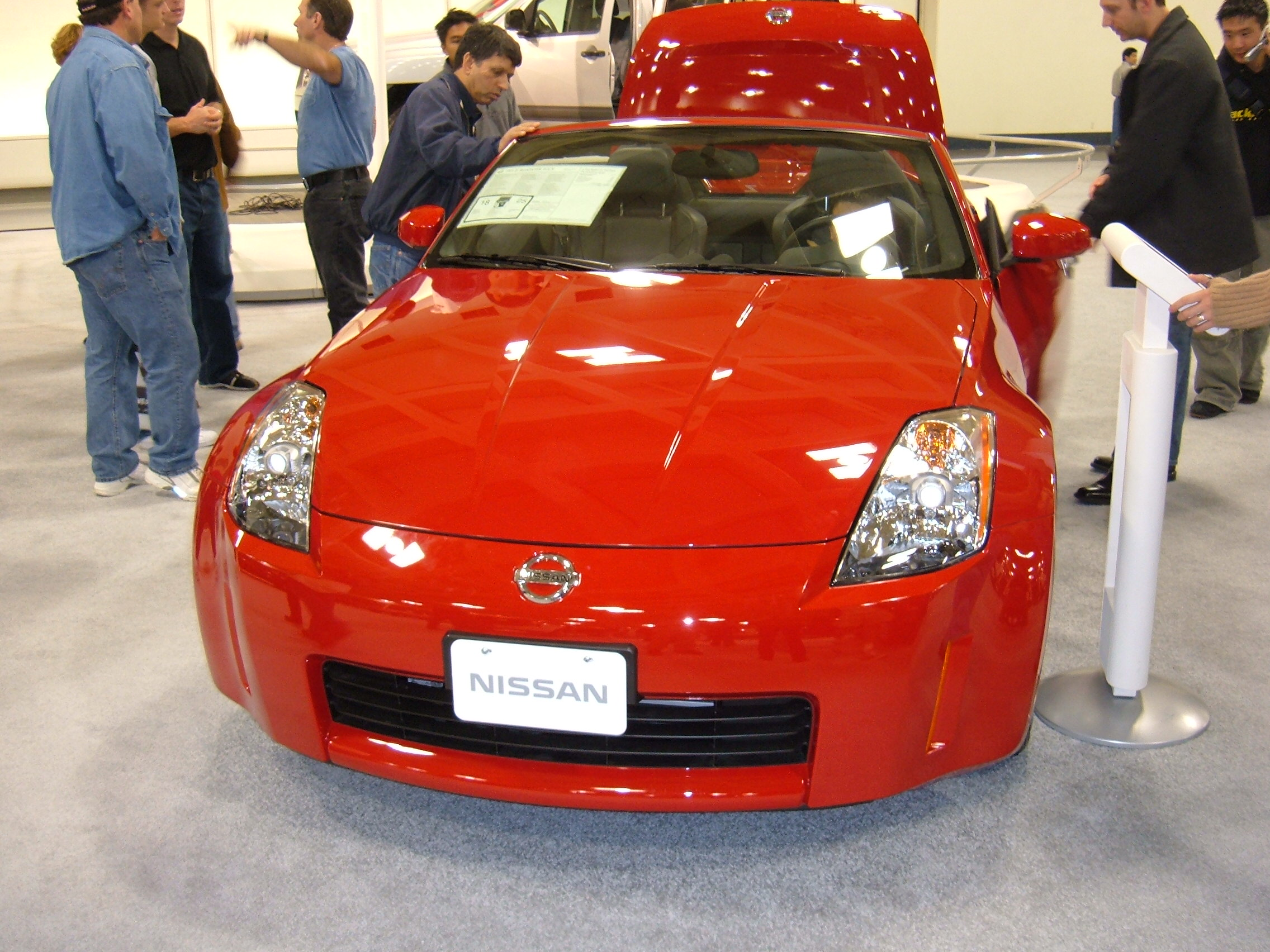 File2005 red nissan 350z roadster frontg wikimedia commons file2005 red nissan 350z roadster frontg sciox Image collections