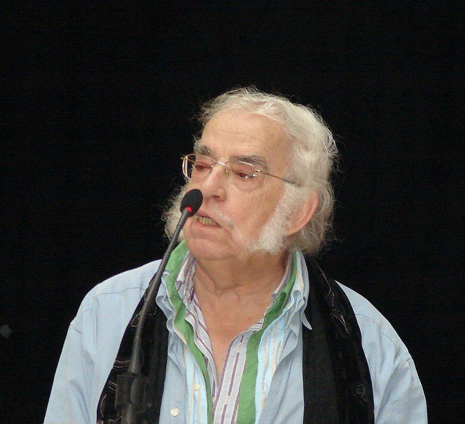 Agustín García Calvo durante la charla-coloquio ofrecida en el Teatro Cómico (Córdoba)