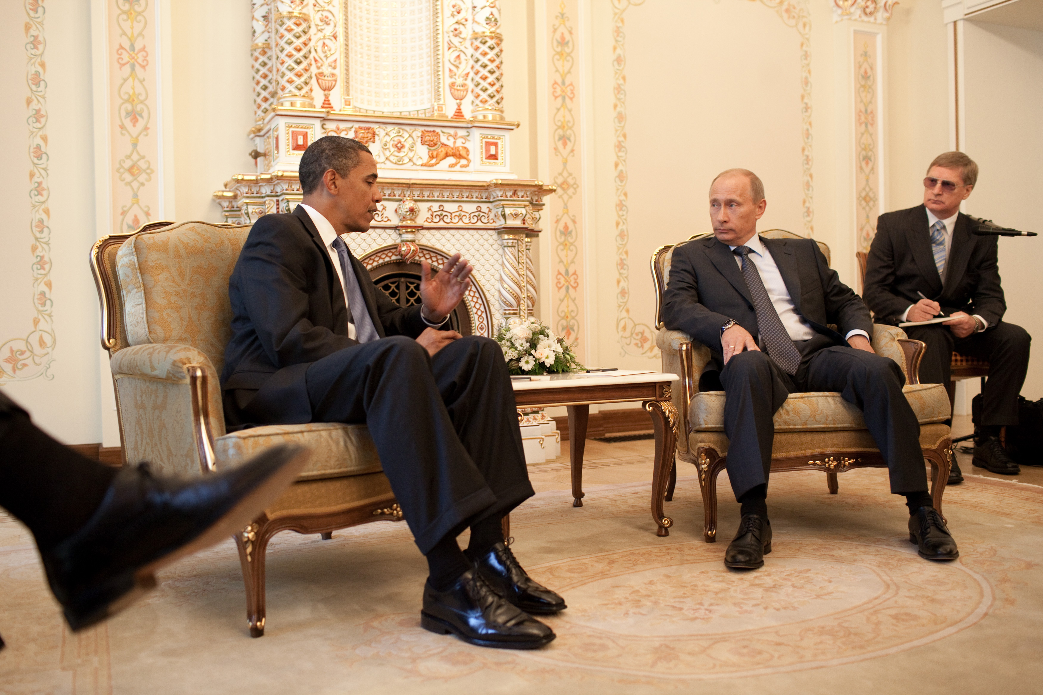 File Barack Obama Vladimir Putin At Putin S Dacha 2009 07 07 Jpg Wikimedia Commons