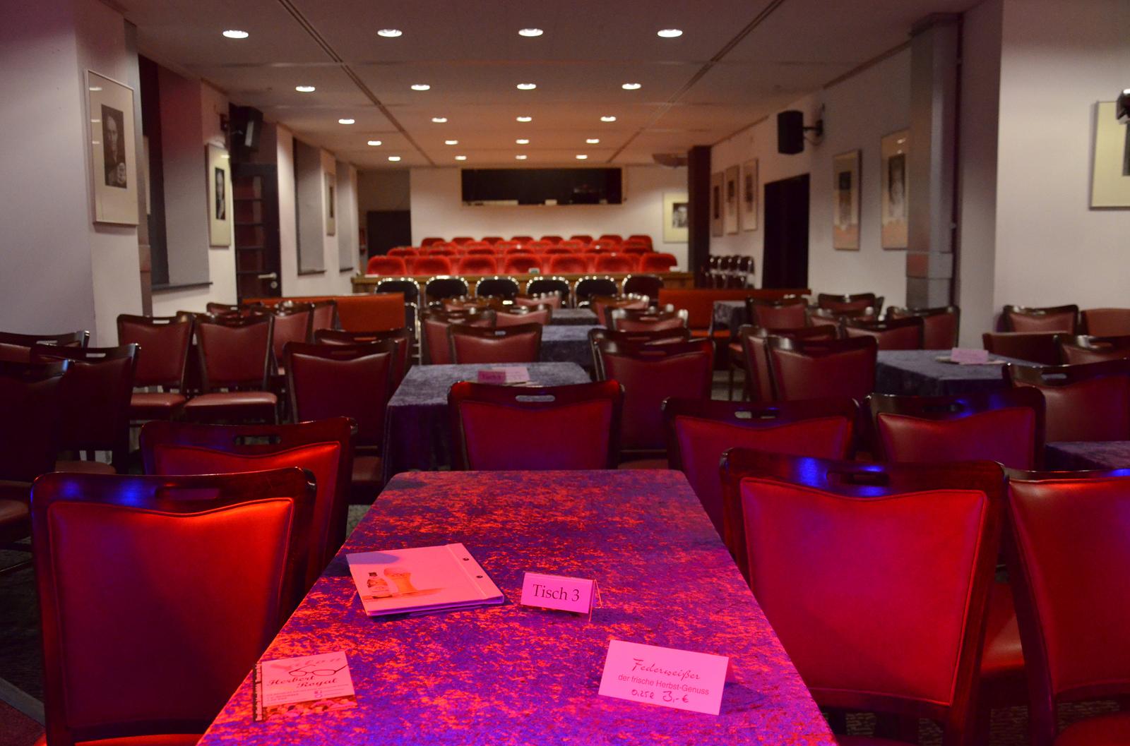 File:Blick von der Bühne im Theater am Küchengarten (TAK) in ...