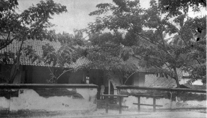 Berkas:COLLECTIE TROPENMUSEUM Het ziekenhuis van Indramayu TMnr 60014748.jpg