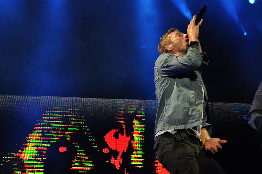 Coldplay performing in Atlanta, Georgia on 24 September 2011