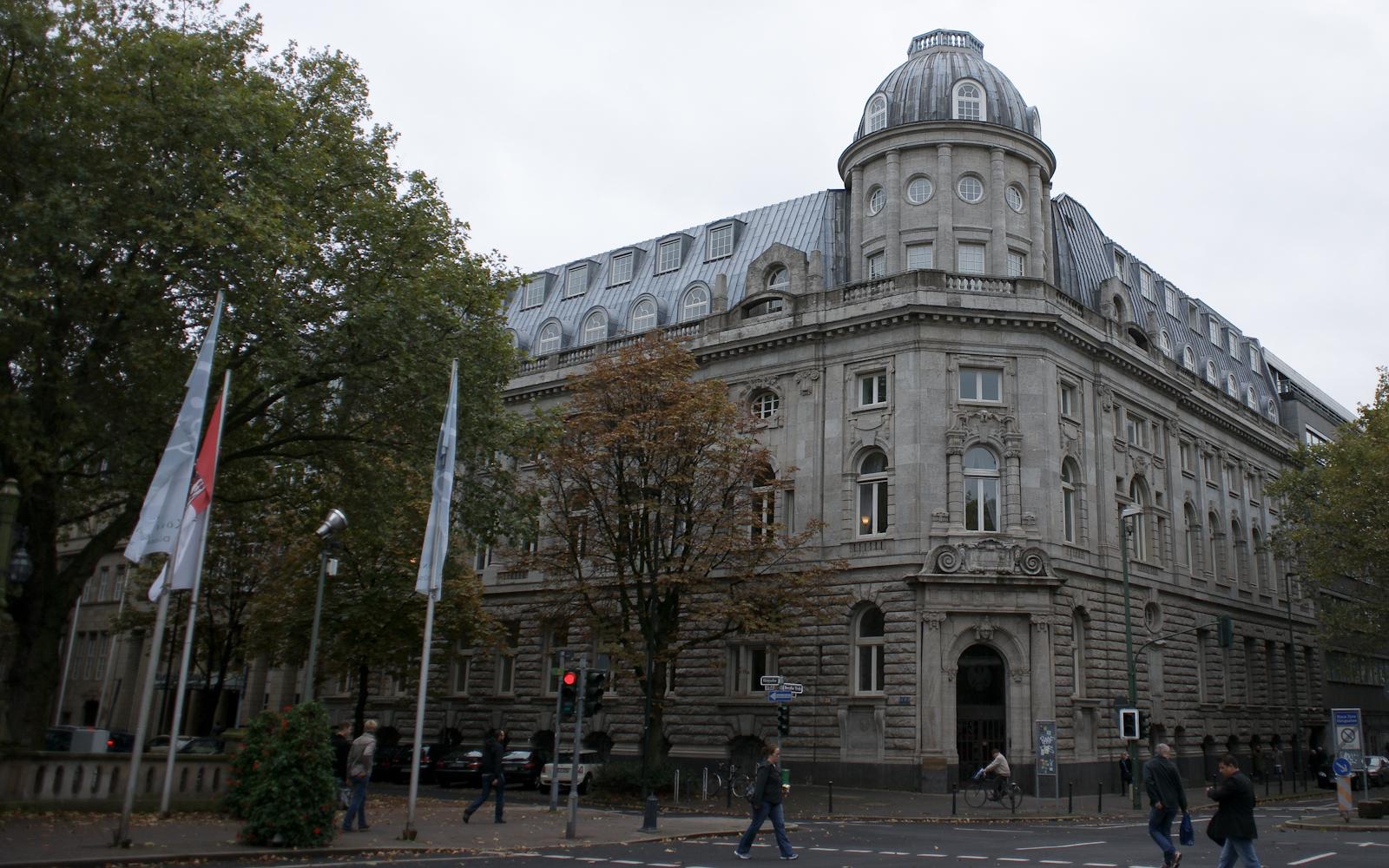 File:Düsseldorf, Deutsche Bank An Der Kö.jpg