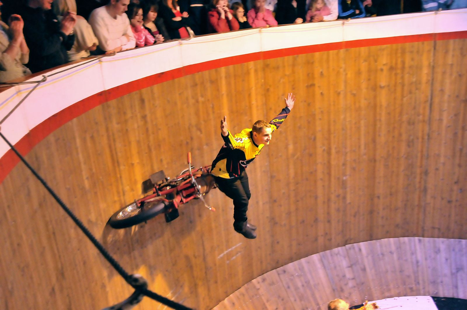 File:Daredevil on the Wall of Death. (3556604309).jpg ...