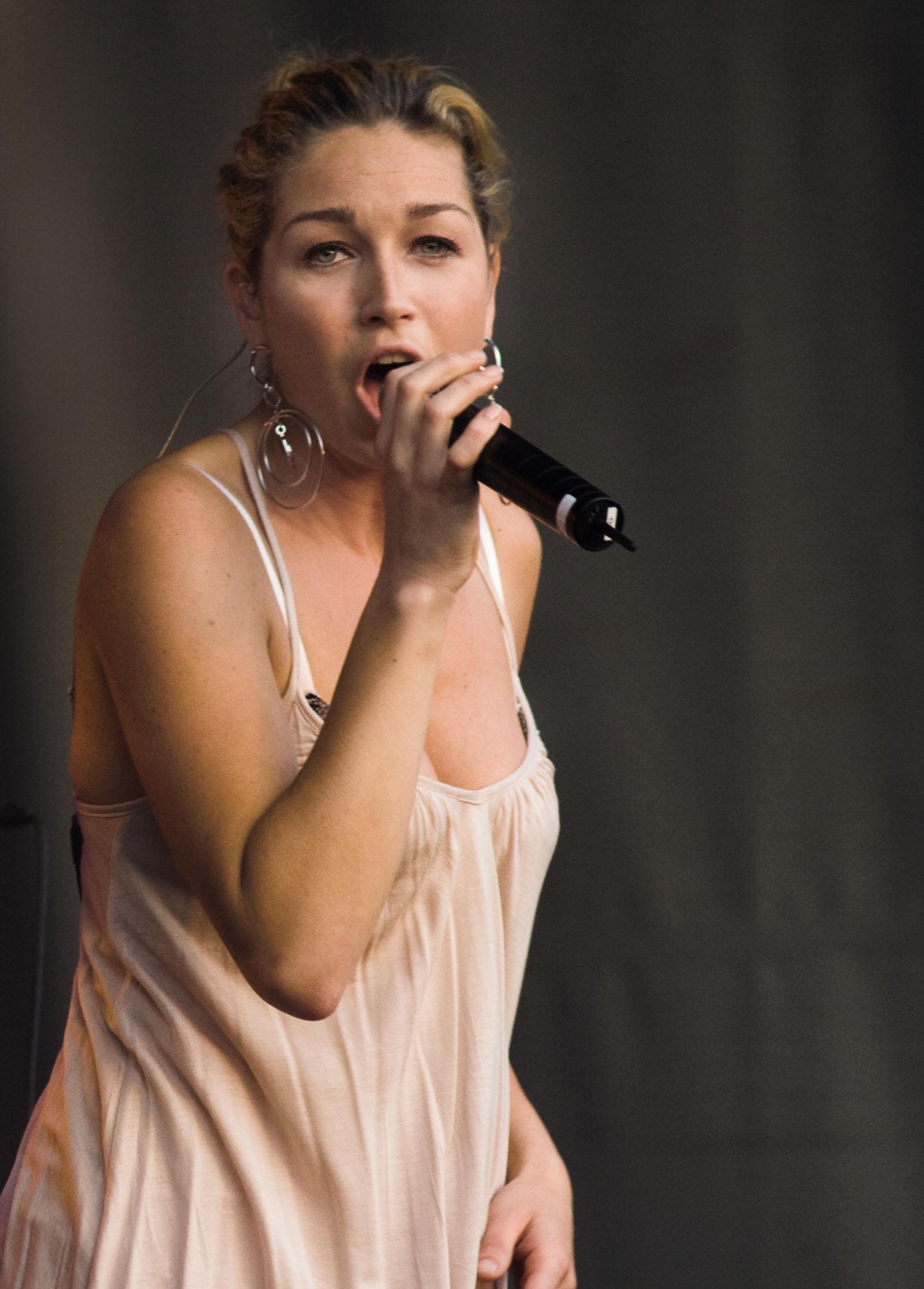 zangeres do naakt