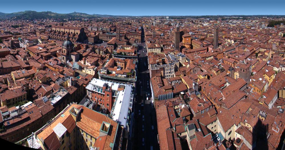 Vue panoramique sur les toits de Bologne en Italie - Photo de Tango7174