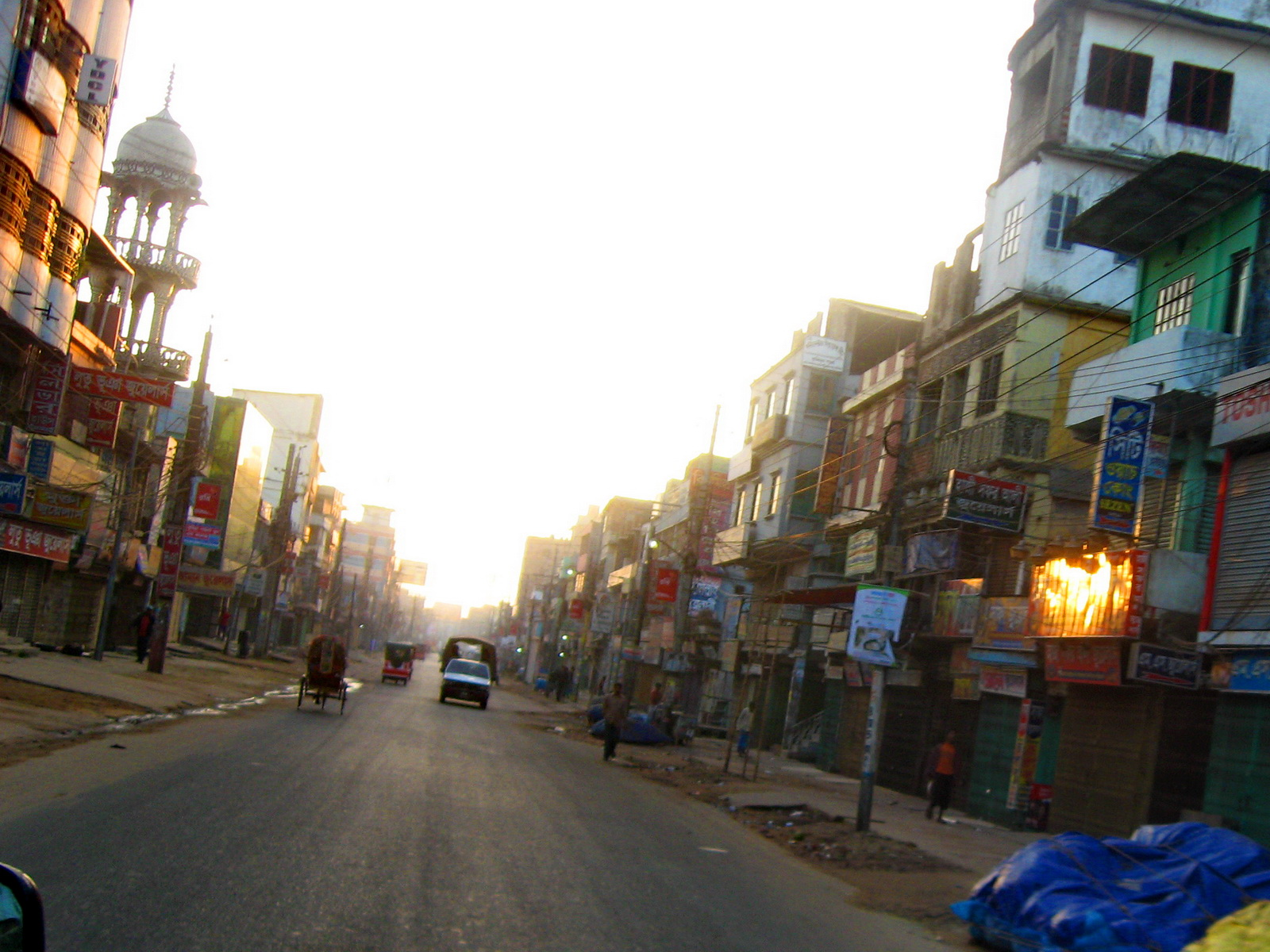 Empty_Chakbazar_Road_in_Comilla,_2_Dec,_2011.jpg (1600×1200)