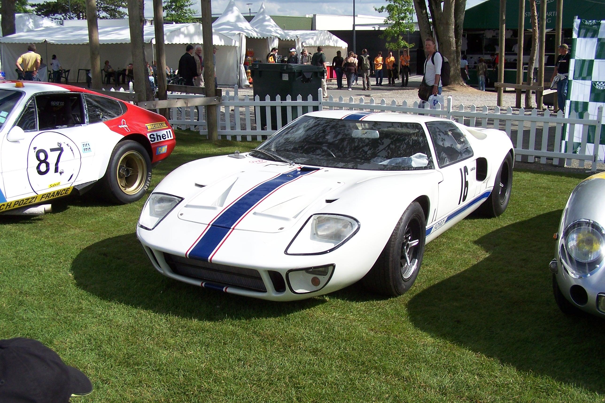 Ford GT 40.jpg