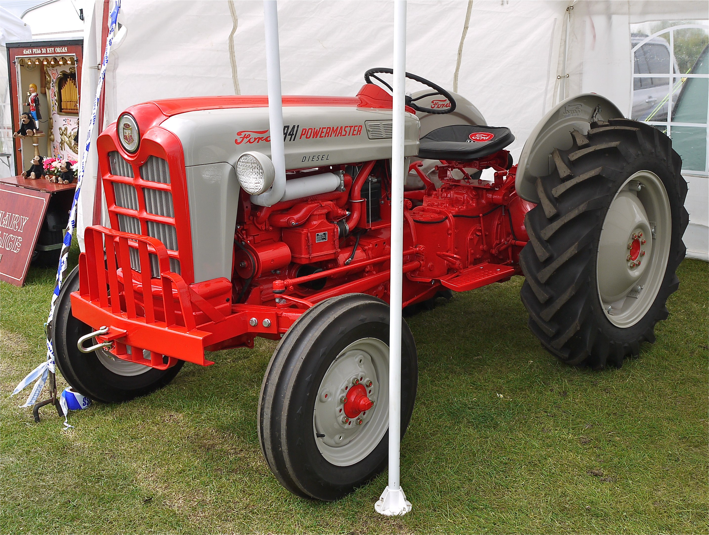 File Ford Powermaster Tractor Jpg Wikimedia Commons