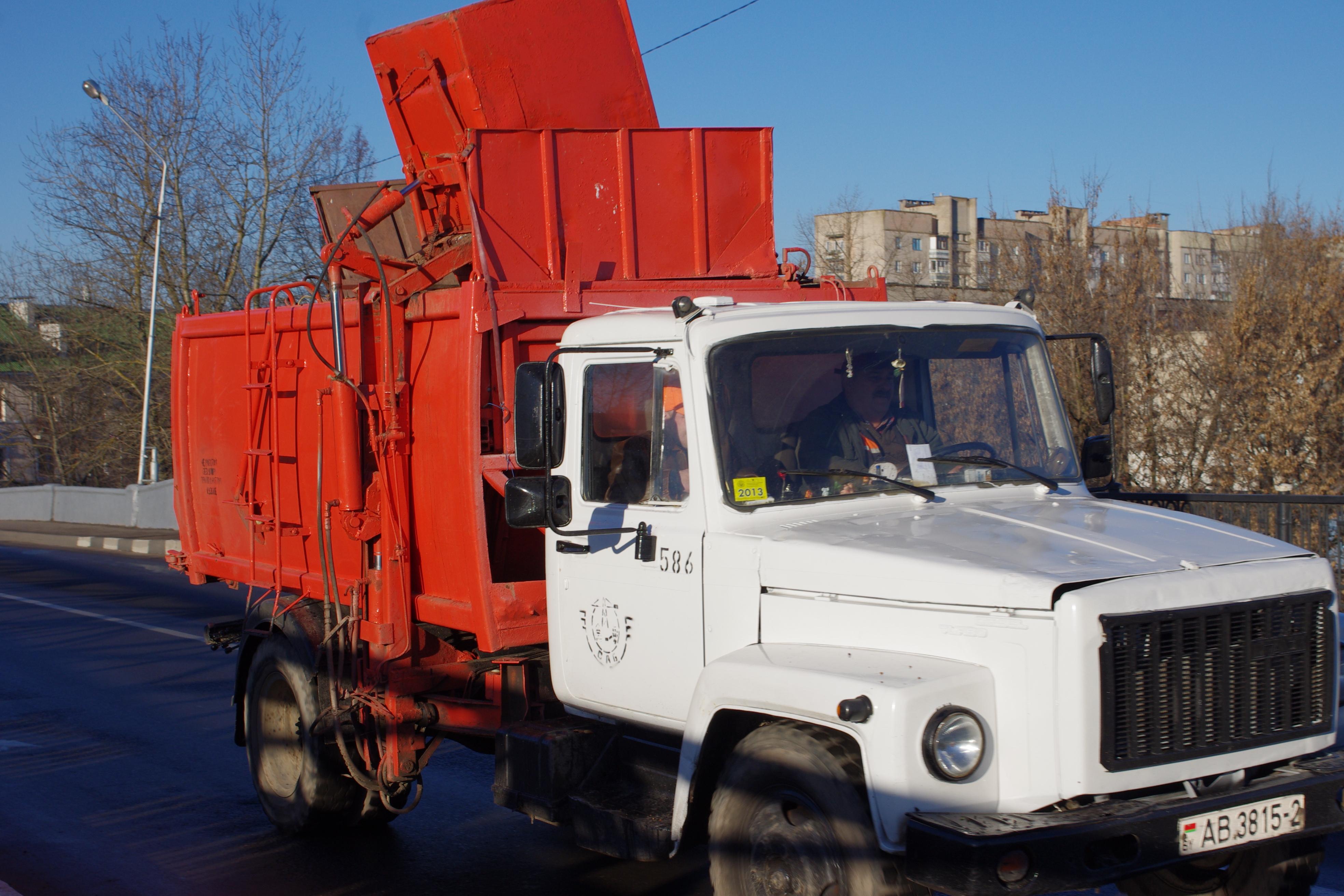 File:GAZ-3307 trash side loader - cars in Belarus (11071299235).jpg ...