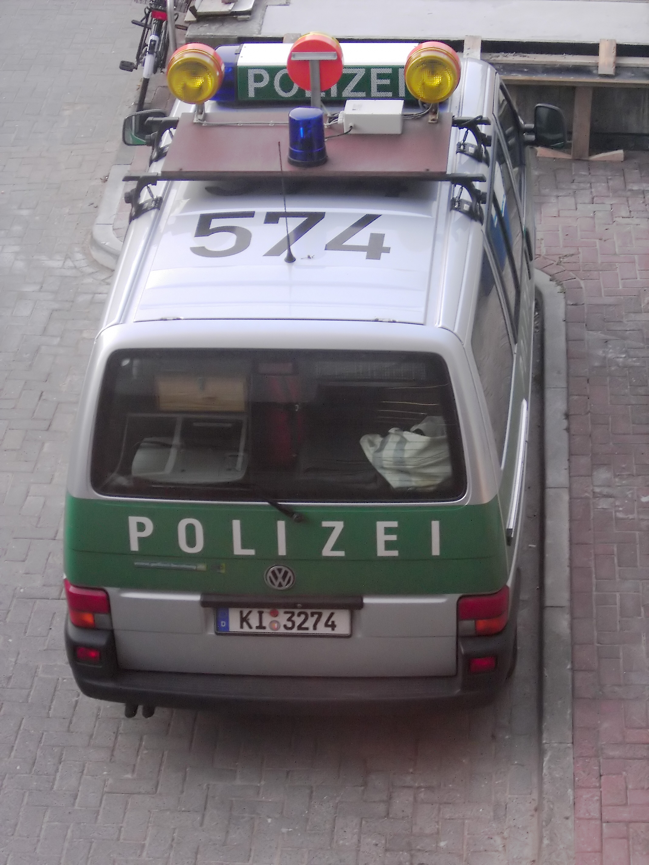 Car In German >> Tiedosto German Police Car In Green And Silver Grey Jpg