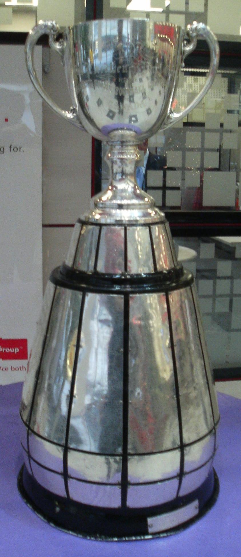 NFL 2013 - Page 3 Grey_Cup_circa_2006