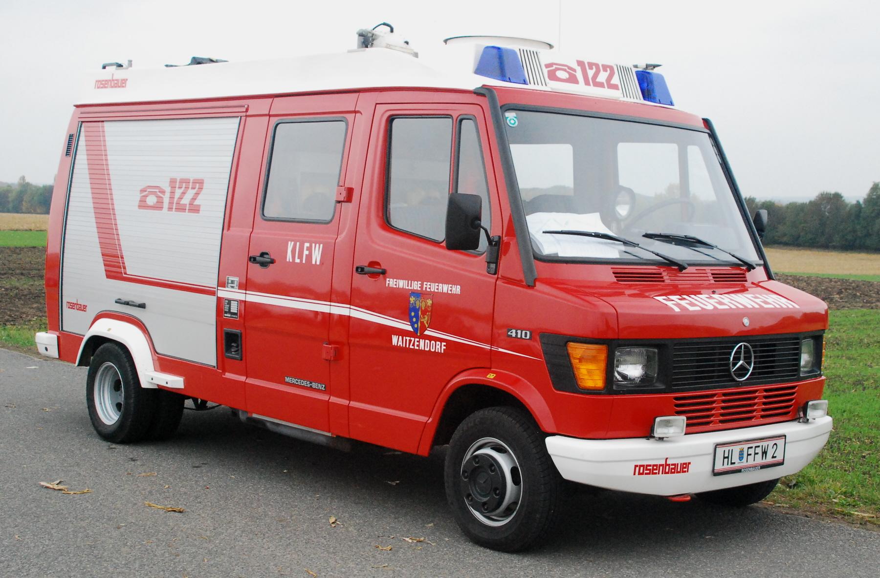 File:GuentherZ 2011-10-29 0205 Feuerwehrauto Mercedes FF ...