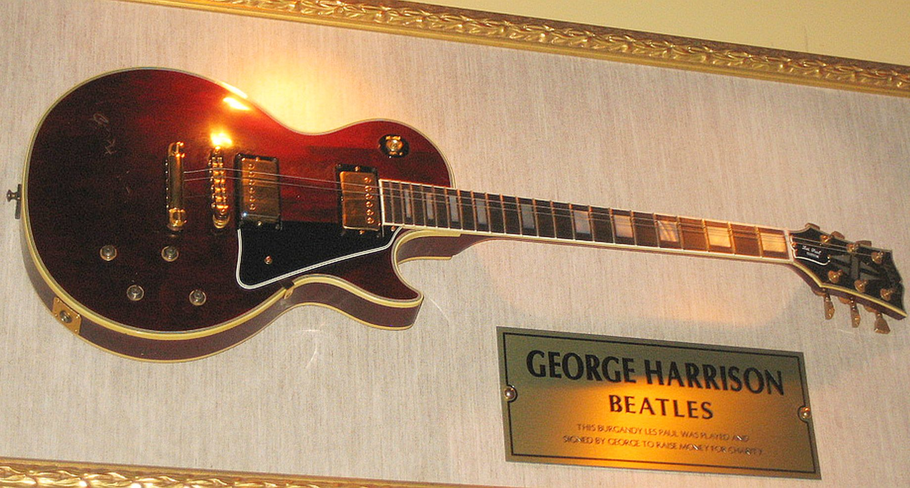 Guitarra de George en Hard Rock Café, San Francisco, California.