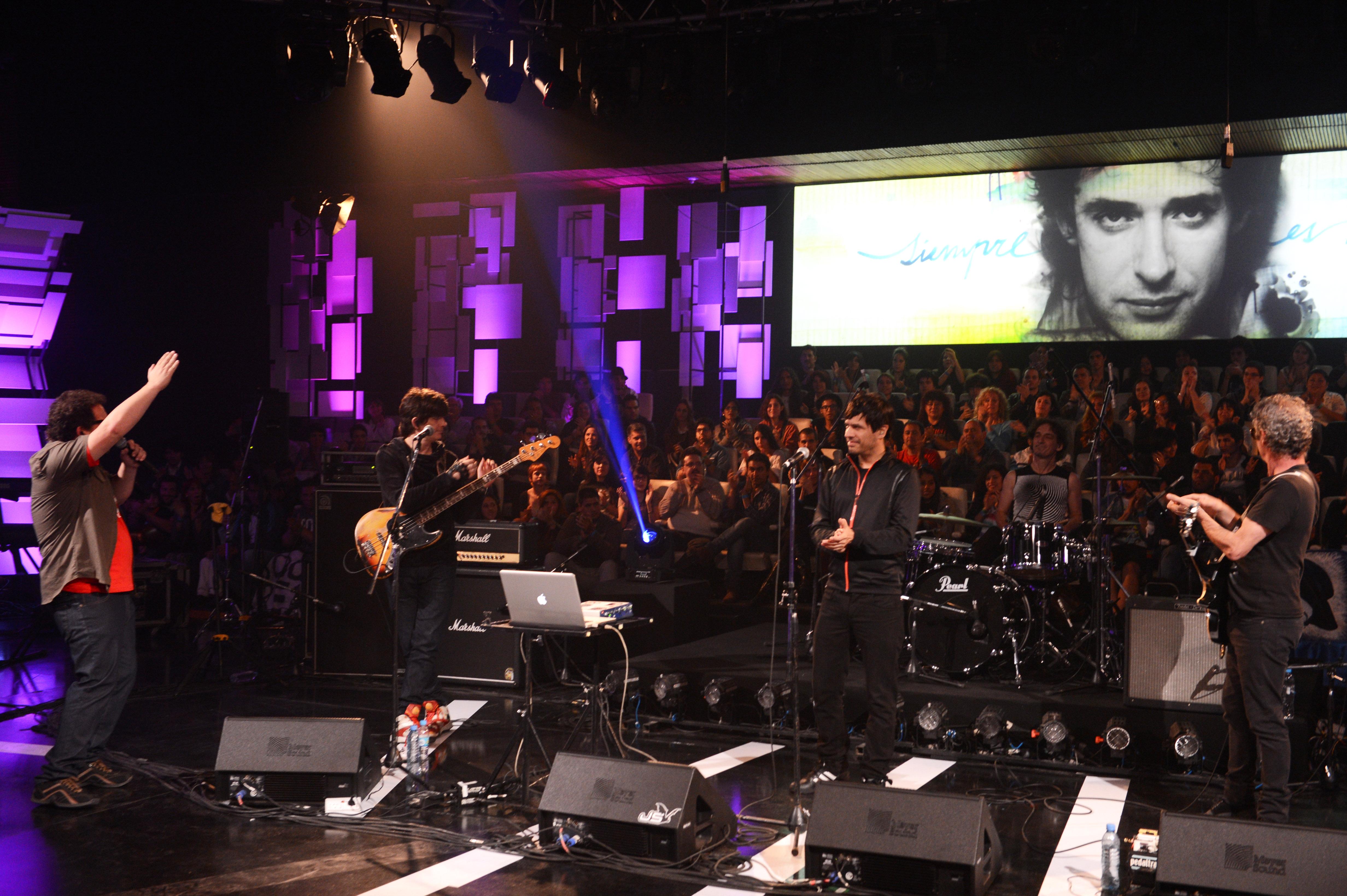 Concierto en homenaje a Cerati realizado por la TV Pública, donde participaron Charly García, Fito Páez, Benito Cerati, entre otros.