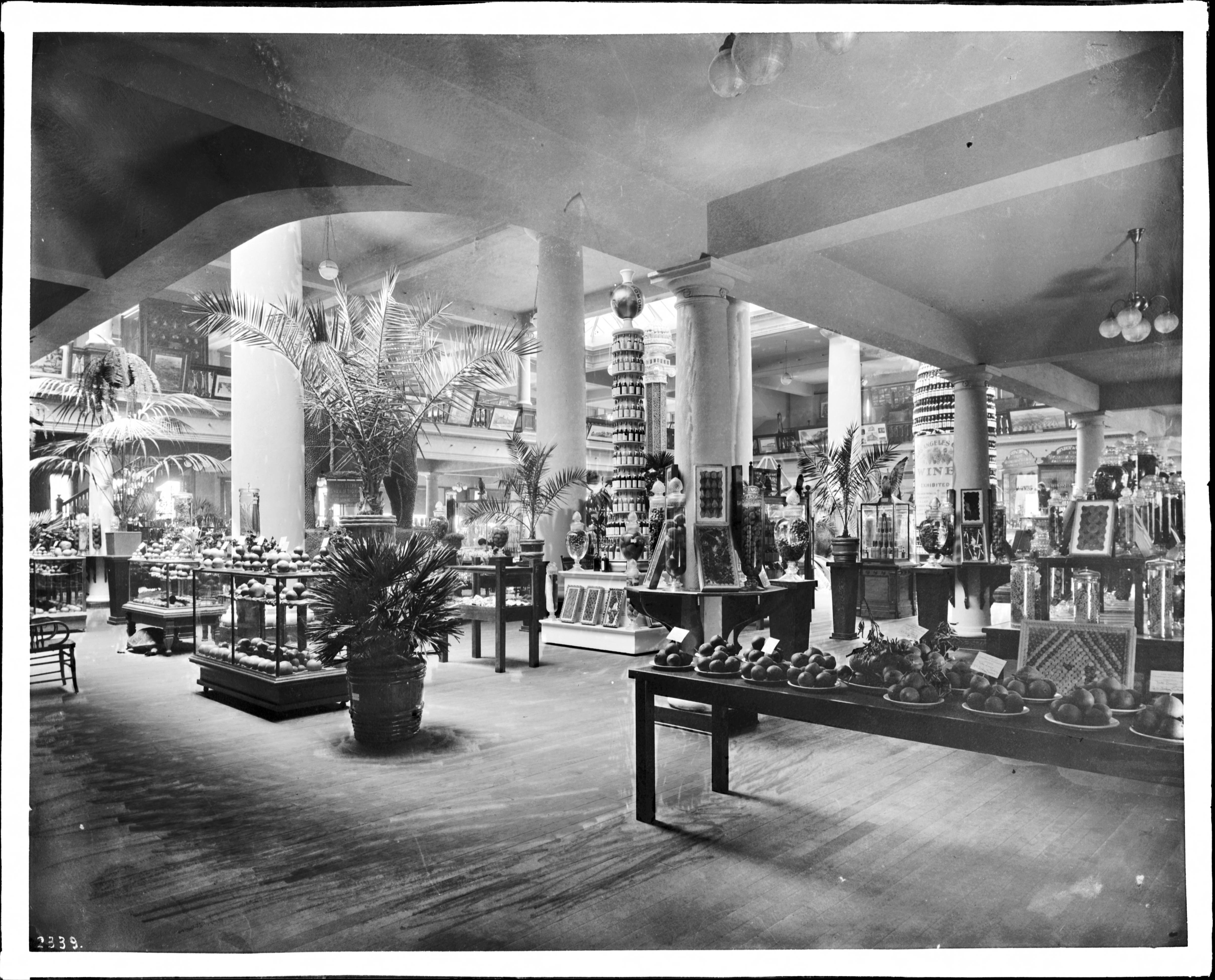 File:Interior view of the exhibit room of the Los Angeles Area Chamber of  Commerce