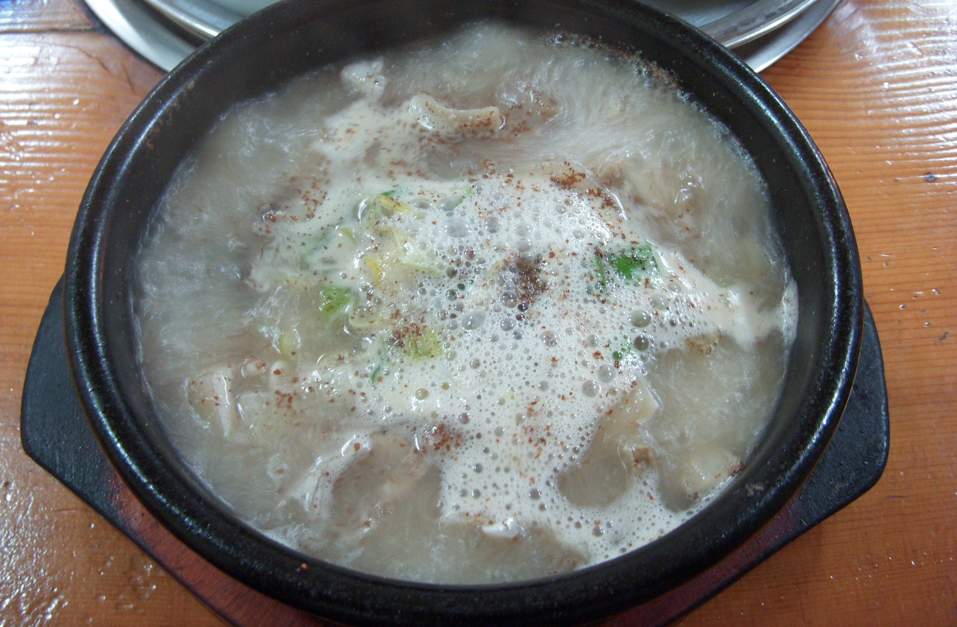 Korean.cuisine-Dwaeji.gukbap-01.jpg