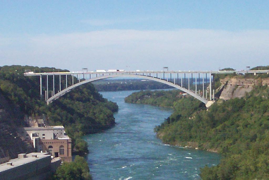 Lewiston�Queenston Bridge - Wikipedia, the free encyclopedia