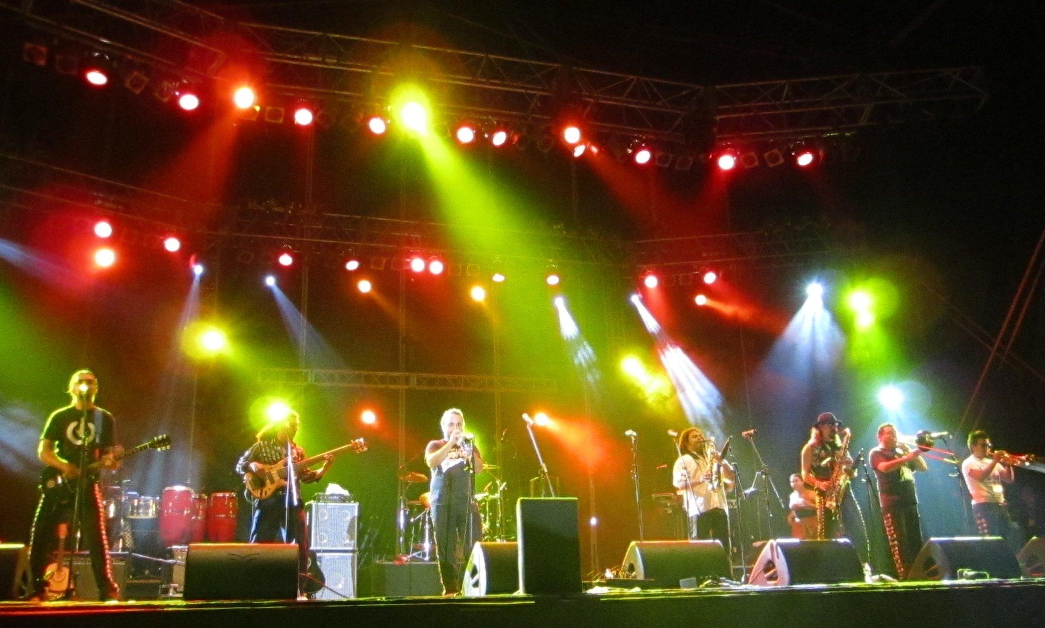 Los de Abajo durante su presentación en el Festival de Sziget en 2010.