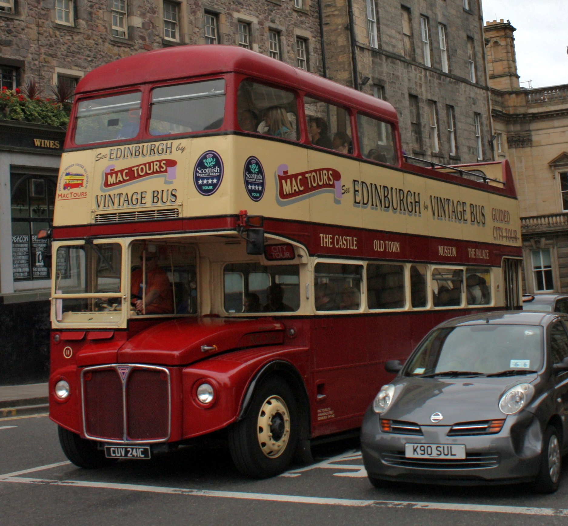 File:Lothian Buses open top tour bus 11 (RCL2241) Routemaster CUV 241C