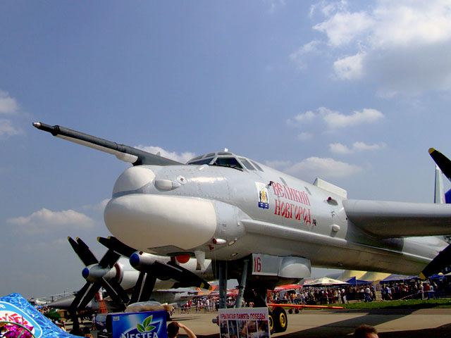 http://upload.wikimedia.org/wikipedia/commons/7/7c/MAKS-2007-Tu-95.jpg