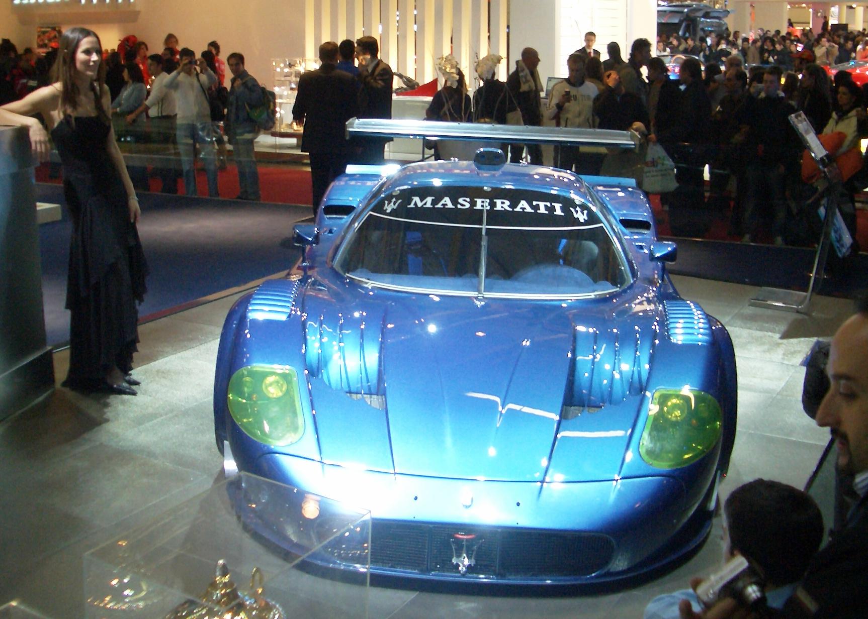 https://upload.wikimedia.org/wikipedia/commons/7/7c/Maserati_MC12_Corsa_cropped.PNG