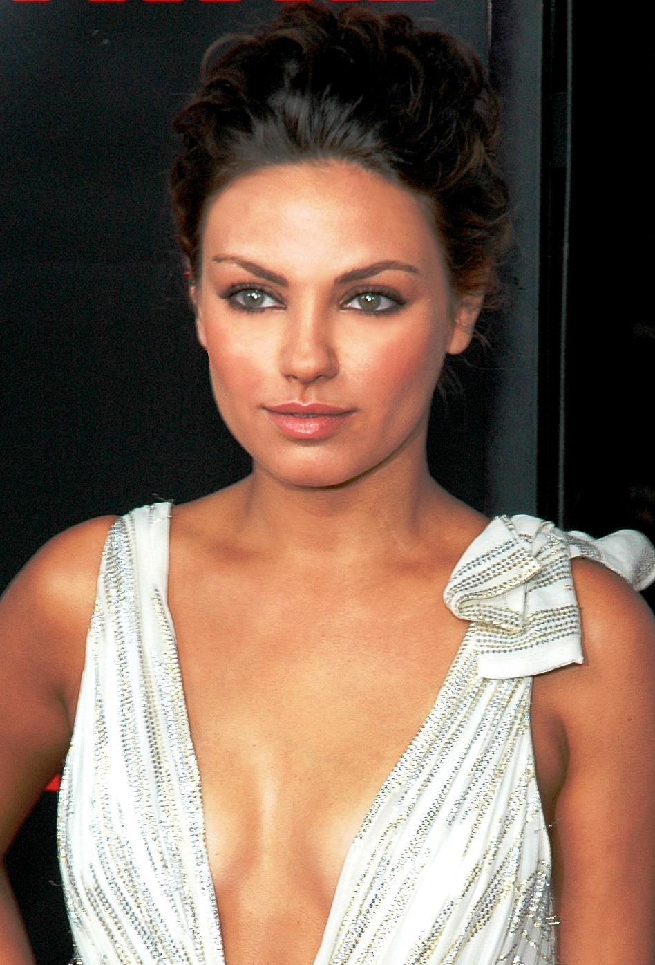 Description Mila Kunis 2008.jpg