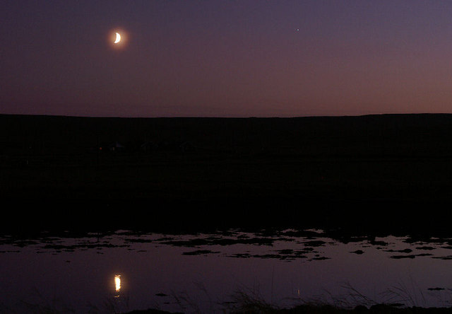 File:Moon at dusk over Baltasound houb - geograph.org.uk - 1033614.jpg