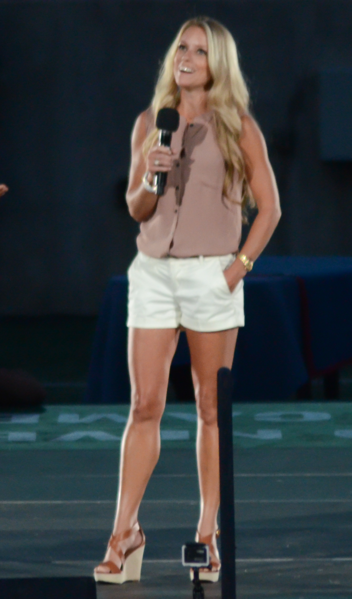 File nicole curtis 8 august 2014 wikimedia commons for What is nicole curtis net worth