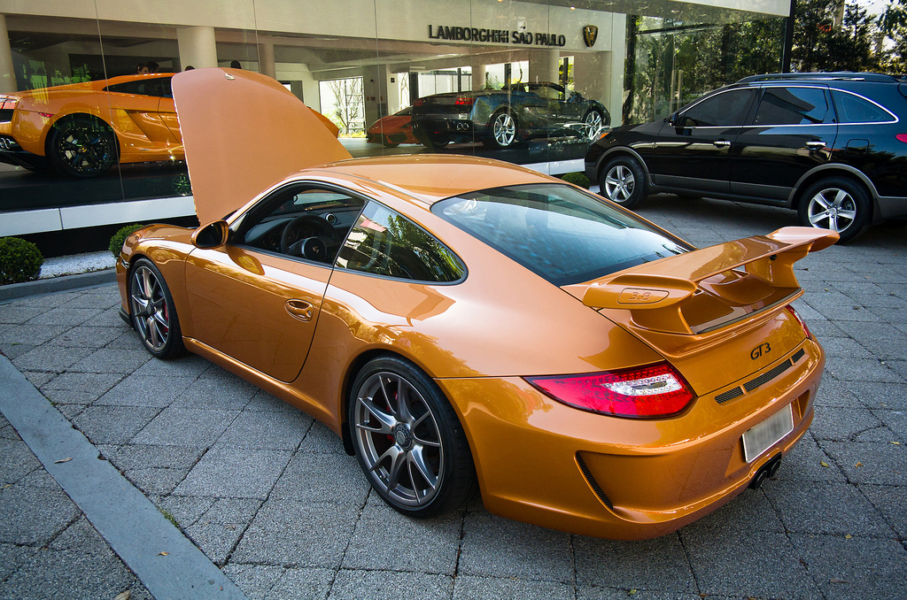 File Ochre Porsche 997 Gt3 3 8 In Front Of The Lamborghini Sao Paulo Dealership Jpg Wikimedia Commons