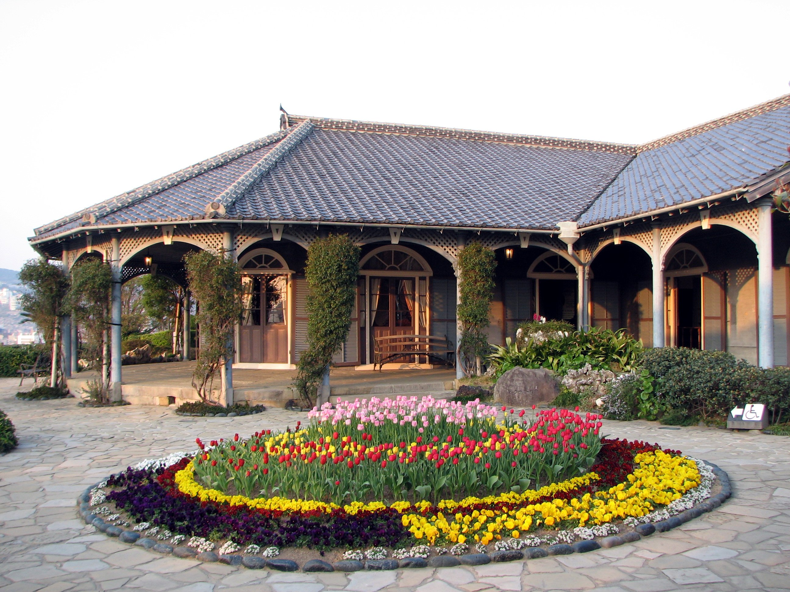Old Glover House Glover Garden Nagasaki Right.JPG