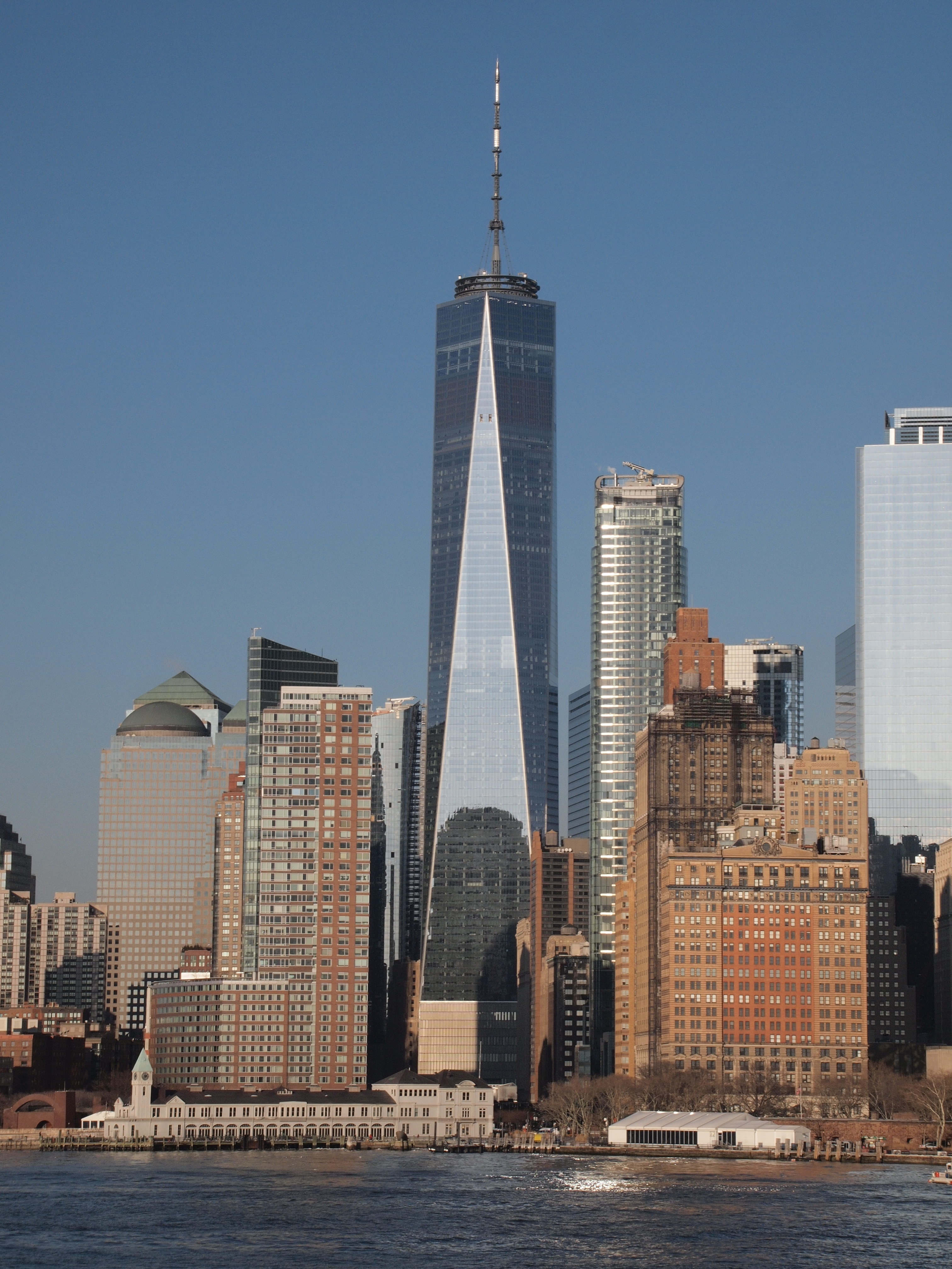 Ficheiro:One World Trade Center Fähre jpg – Wikipédia, a