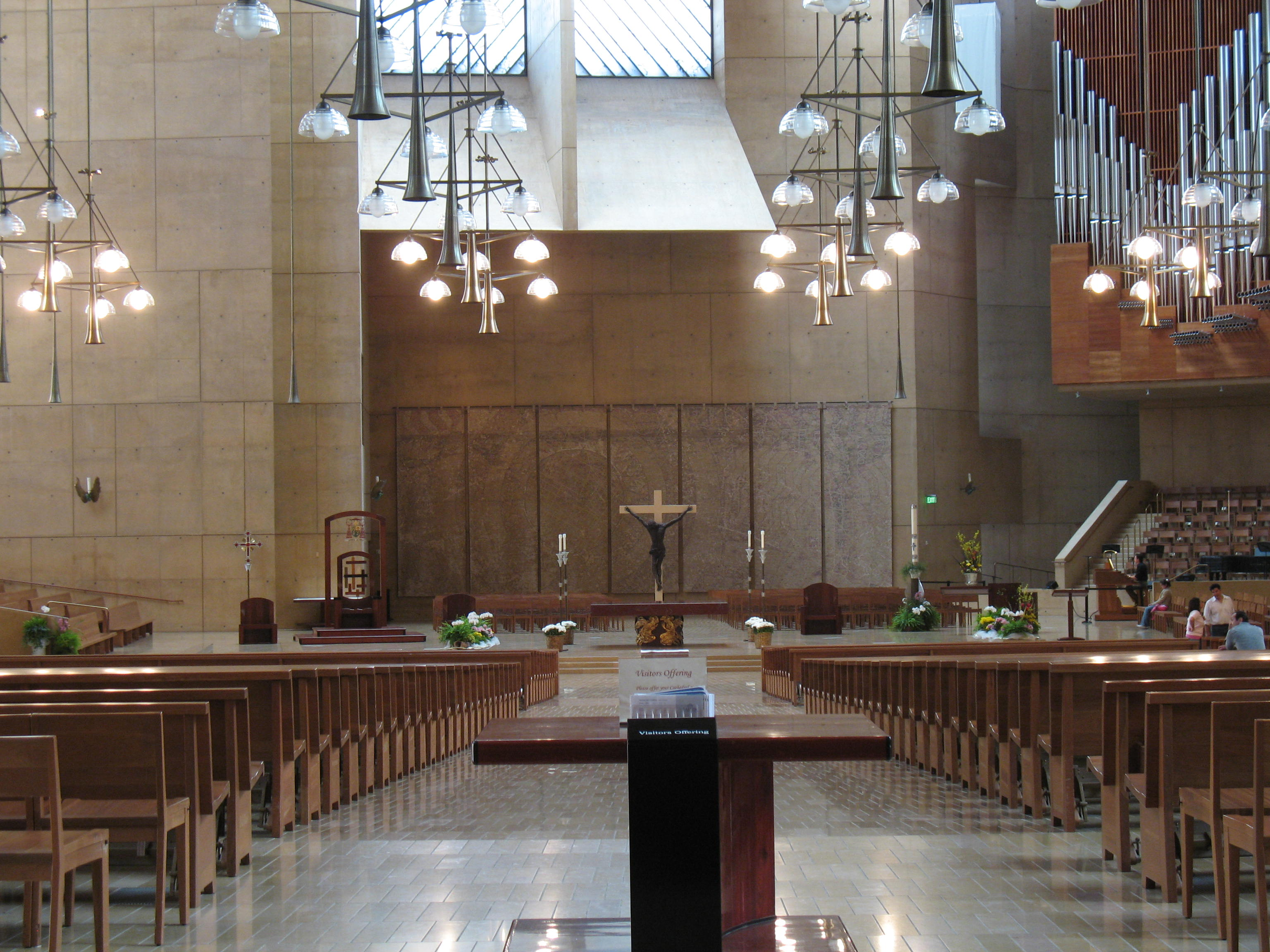 file our lady of the angels   interior jpg   wikimedia commons