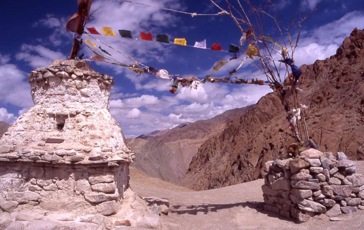 Pass in Ladakh with the typical Buddhist prayer flags and chorten