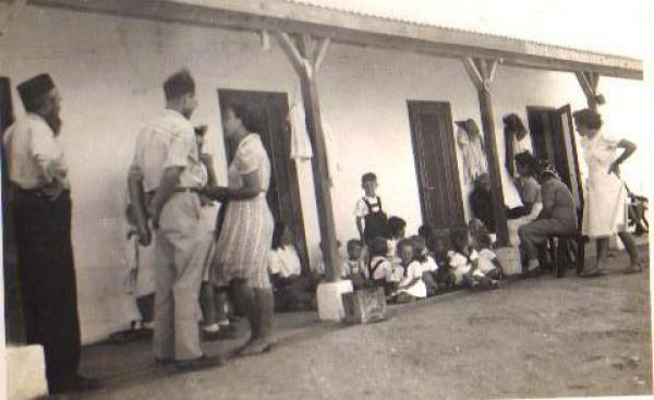 בית הילדים הראשון בניר-עם 1944